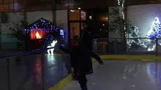 Le maire Jean Noël Dupré teste la patinoire de Confolens