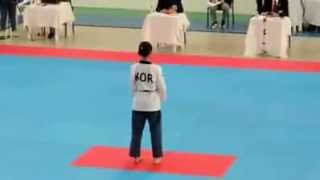 KOREA TAEKWONDO GIRL - Beautiful Poomsae