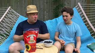 Russian Snacks: How to eat Semechki (Sunflower seeds)