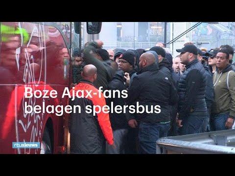 Boze Ajax-fans belagen spelersbus: 'Uitstappen!' - RTL NIEUWS
