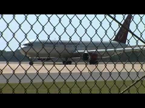 KAEX_OmniAir 767 Taxi to RNWY 14.wmv