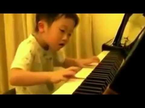 incredibly talented 5-year-old piano player