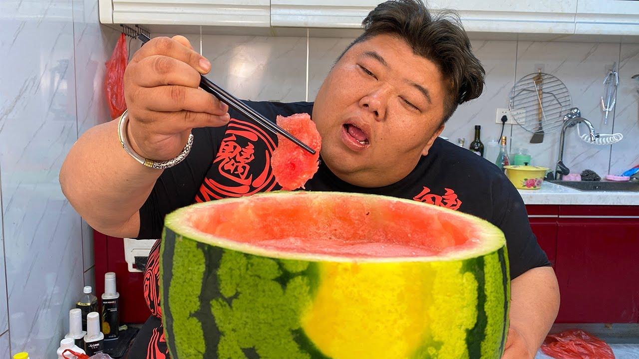 5斤肥羊卷根本不够吃,猴哥用西瓜涮火锅,夏日必备美食清爽解腻!【胖猴仔】