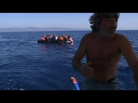 Grèce: un ancien chauffeur de taxi vient en aide aux migrants