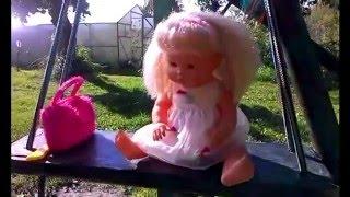 Катя не Беби Бон играет в песочнице! Как девочки играют в куклы! Play dolls with Baby Born.0+