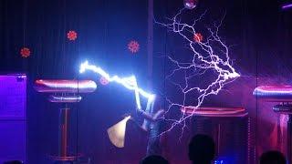 Шоу молний из катушек Tesla. Олимпийский парк.(Сочи парк. Музей Tesla. Перед шоу с молниями показывают фильм о Никола Тесла. Снят в жанре расследований с..., 2015-08-25T04:47:40.000Z)