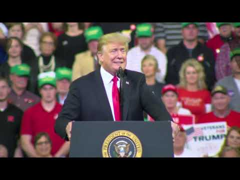 IA Trump Rallygoers Chant \'Lock Her Up\' at Dianne Feinstein