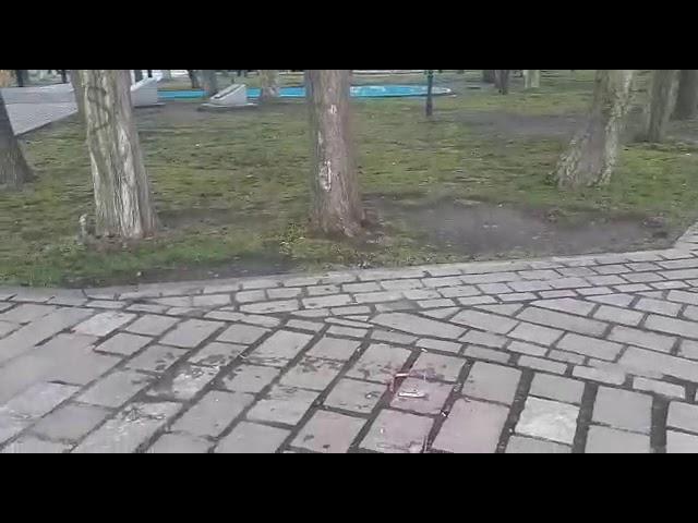 """Daños sobre el """"Banco Rojo"""" ubicado en la Plaza"""