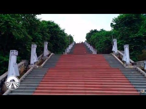 Urcatul treptelor de la monument le-a dat bătăi de cap concurenţilor!