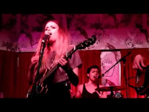 Kyla La Grange - Vampire Smile live The Deaf Institute, Manchester Dot to Dot Festival 04-06-12