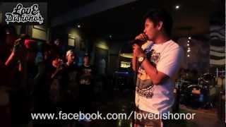 Repeat youtube video Smugglaz - Ngayong Nauna na Ako Live - Love Dishonor