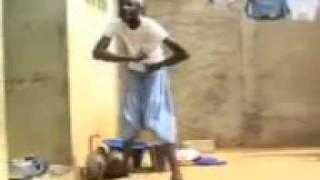 فيديو مضحك جدااا رقص افريقي على موسيقى راي جزائرية