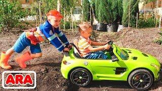 نيكيتا يركب سيارة أطفال ويغرس في الأرض ويقطره فلاد بالجرار