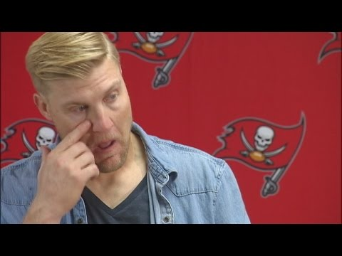 Bucs QB Josh McCown cries in post-game press conference
