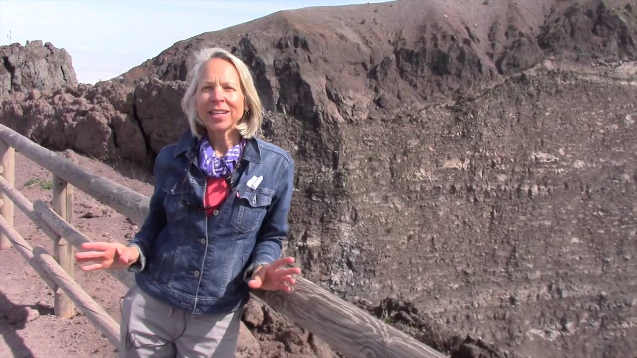 Hike to the top of Mount Vesuvius, Italy