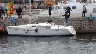 Ruba barca a vela di 33 metri, arrestato: le immagini dell'operazione