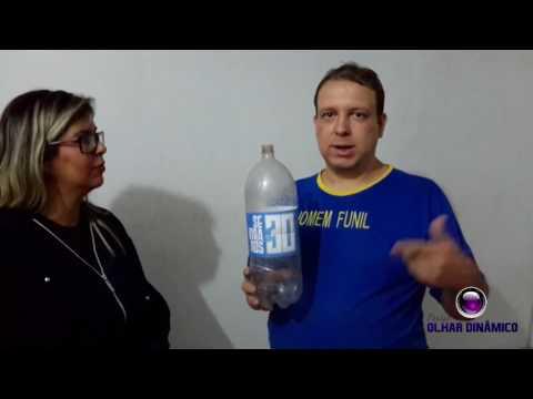 vídeo Homem bebe 3 litros de água em segundos