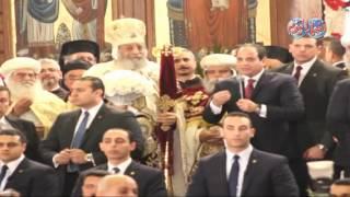 أخبار اليوم | استقبال حار للرئيس عبد الفتاح السيسي اثناء التهنئة بعيد الميلاد المجيد