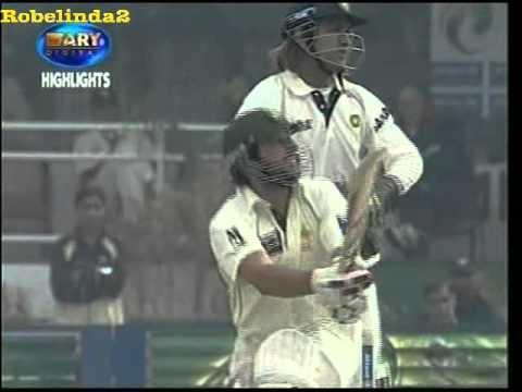 Shahid Afridi crazy 24 in 4 balls vs Harbhajan 'slapper' Singh, 4 consecutive SIXES!!
