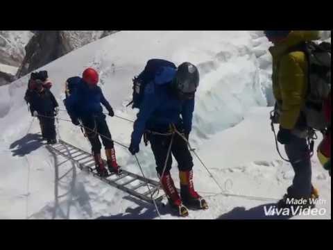 Crossing Ladder Mount Everest 2017