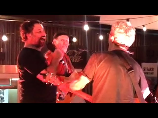Mick Molloy Belts Out 'Run To Paradise' With The Choirboys | Kennedy Molloy | Triple M