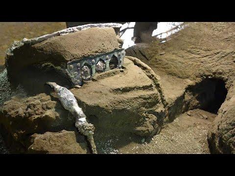 Carro de 2000 años desenterrado en Pompeya