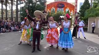 A Musical Celebration of Coco - Plaza de la Familia - Disney California Adventure