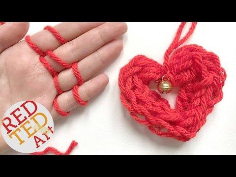 easy-finger-knitting-how-to---diy-heart-ornament---christmas-diys