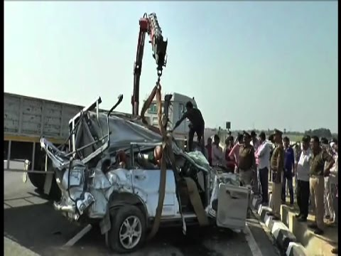 लखनऊ-आगरा एक्सप्रेस वे पर भीषण सड़क हादसा, 7 की मौत