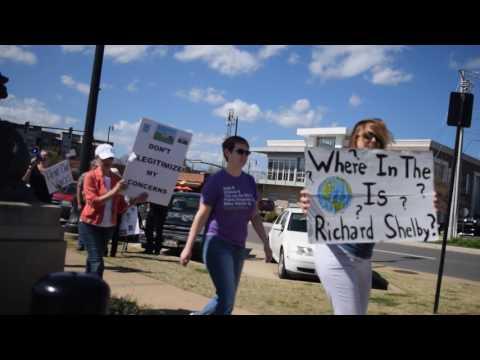 Picket line in Tuscaloosa where Senator Richard Shelby