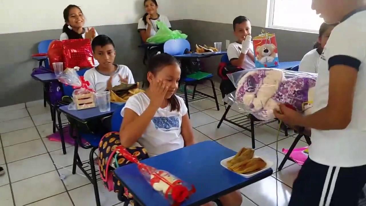 Video Emotivo  Niño se le declara a niña en la escuela - YouTube 823f1513e1b