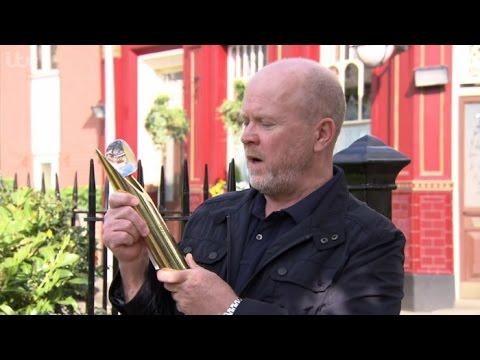 Steve McFadden Wins The Outstanding Achievement Award At The British Soap Awards 2016