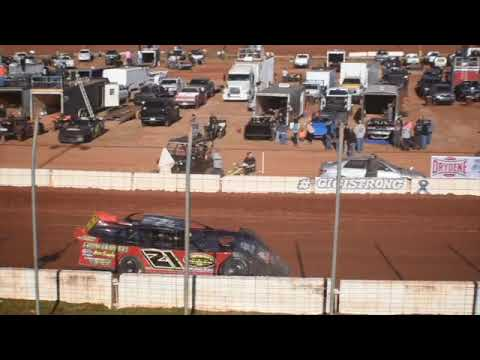 heat race for xtreme dirtcar at Cherokee speedway