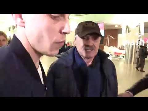 На актёра Панкратова-Чёрного завели дело за хулиганство — он обозвал бортпроводника геем