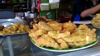 Video Makan siang super lahap di warteg Warmo (warung mojok) Tebet download MP3, 3GP, MP4, WEBM, AVI, FLV Agustus 2018