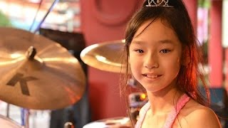 Sensational Girl Drummer Fools Crowd at Japanese Shopping Ma...