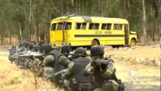 Repeat youtube video Muestran entrenamiento de Fuerzas Especiales contra el narco