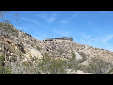 ABANDONED - Exploring The Apple Valley Hilltop House