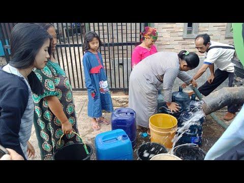 Sumur Tadah Hujan Warga Bakung Mulai Mengering, ACT Lampung Droping Air Bersih