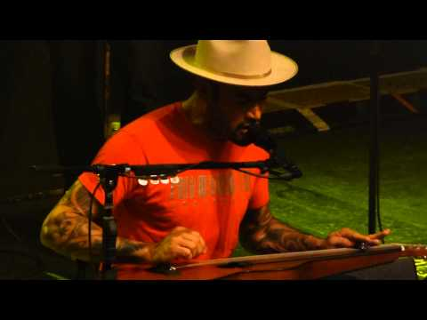 Ben Harper & Charlie Musselwhite 'When The Levee Breaks