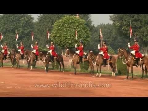 guard-mounting-or-change-of-guard-at-the-rashtrapati-bhavan