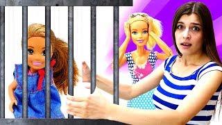 Видео КУКЛЫ: ищем куклу Челси на пляже, ищем в аквапарке, а находим в полицейском участке!