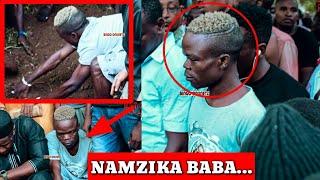 UTASHANGAA! Alichokifanya Hamorapa Msibani kwa Baba Alikiba