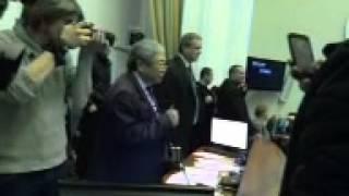 видео Вход в Запорожскую мэрию заблокировали