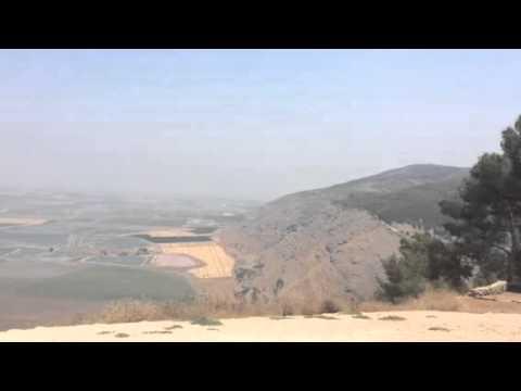 Israel-vista  do monte Gilboa através do Monte  Saul
