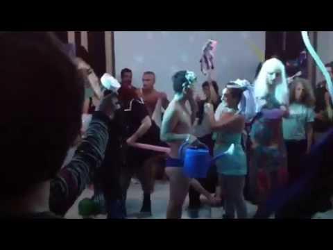 Elizabeth Stephens e Annie Sprinkle - performance at Athens, DOCUMENTA 14 (Kassel)