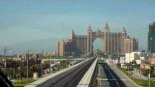 ドバイ モノレールの車窓から(Palm Jumeirah monorail)