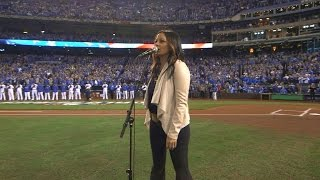 WS2015 Gm2: Country star Sara Evans sings anthem