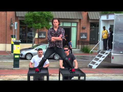 Channing Tatum's Epic Split on Set of 21 Jump Street