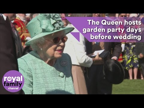 Queen of Shades: Her Majesty hosts garden party